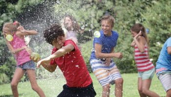 Water-Balloon-Fight